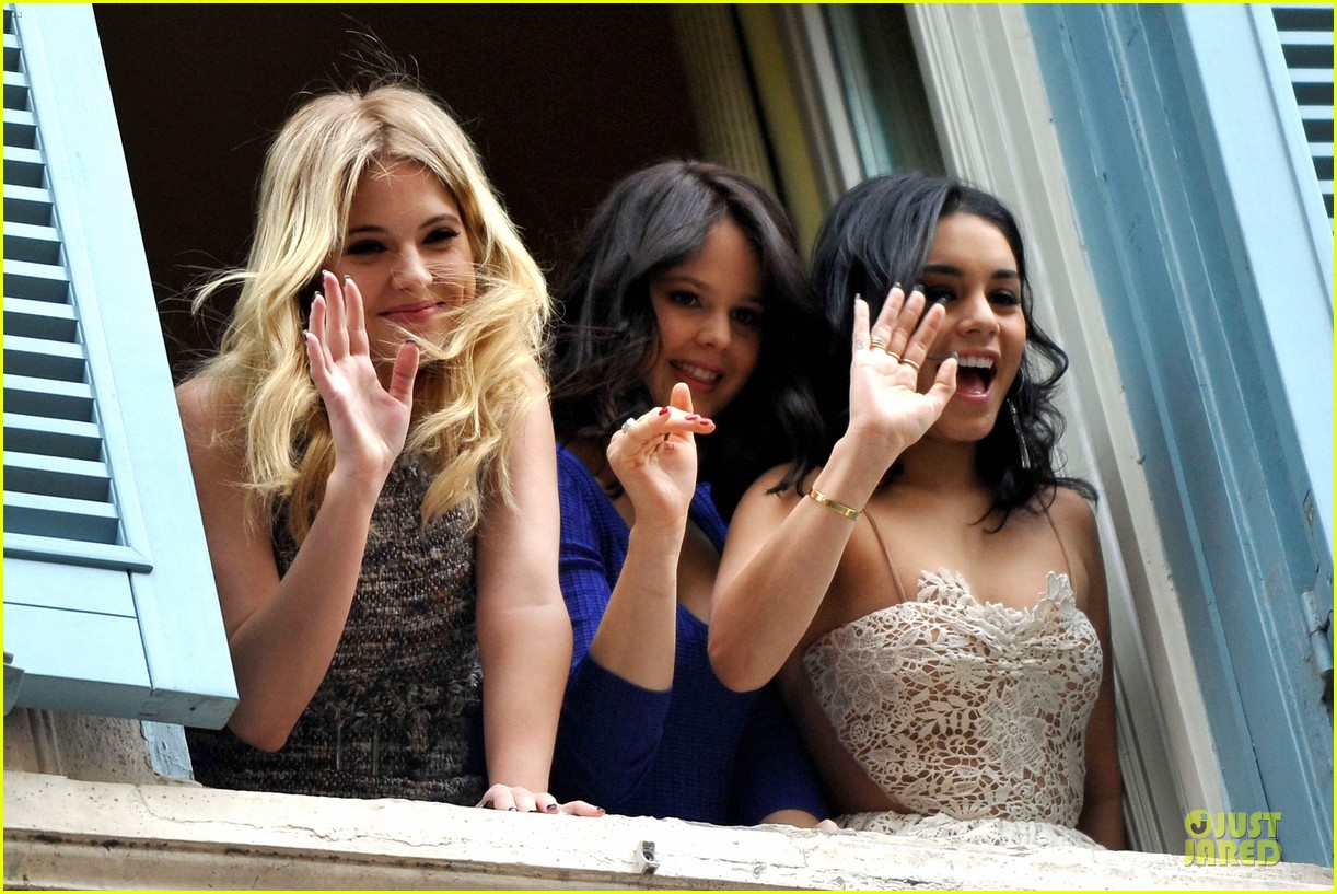 vanessa hudgens ashley benson spring breakers kisses in rome 08