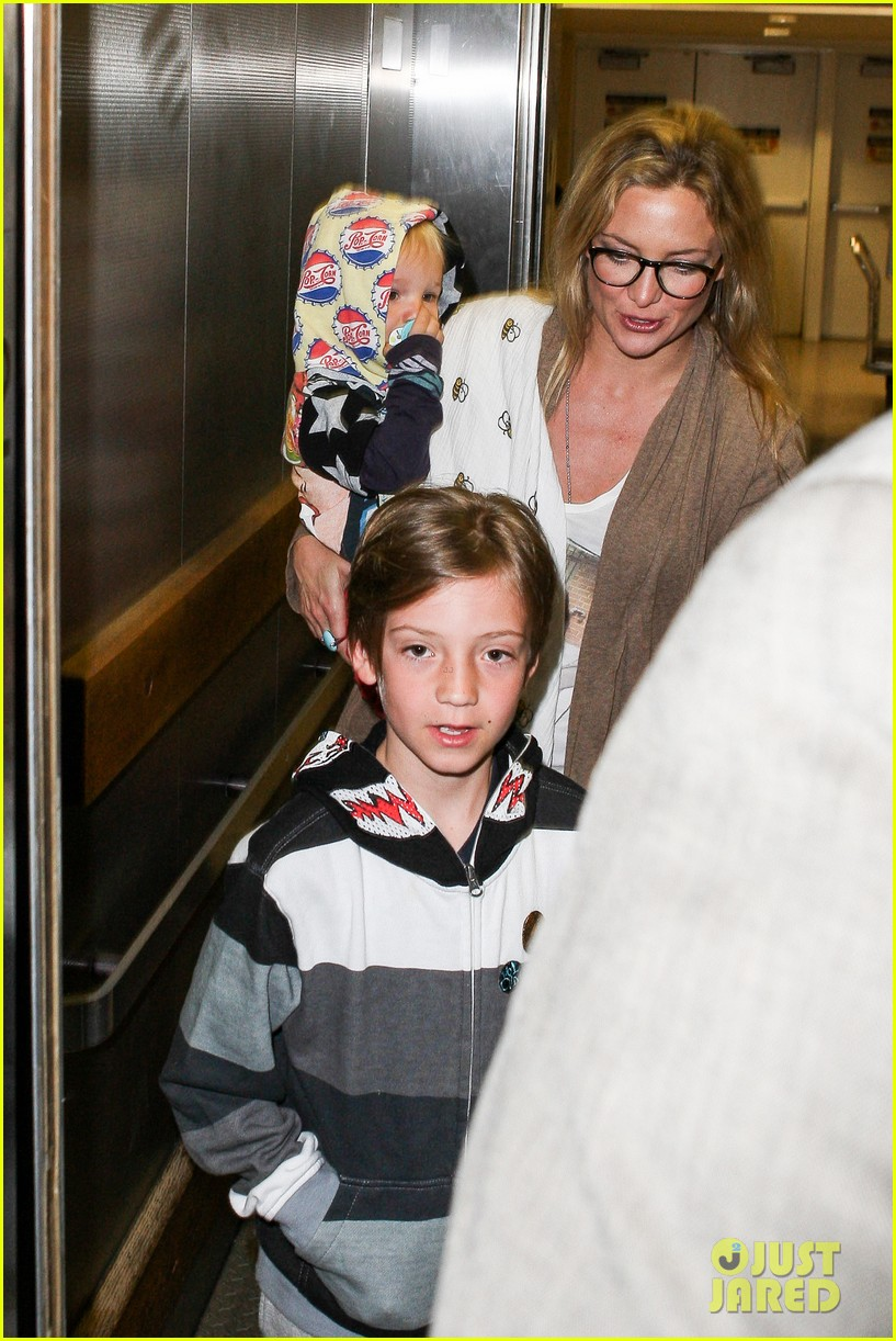 kate hudson ryder bingham family flight 122822274