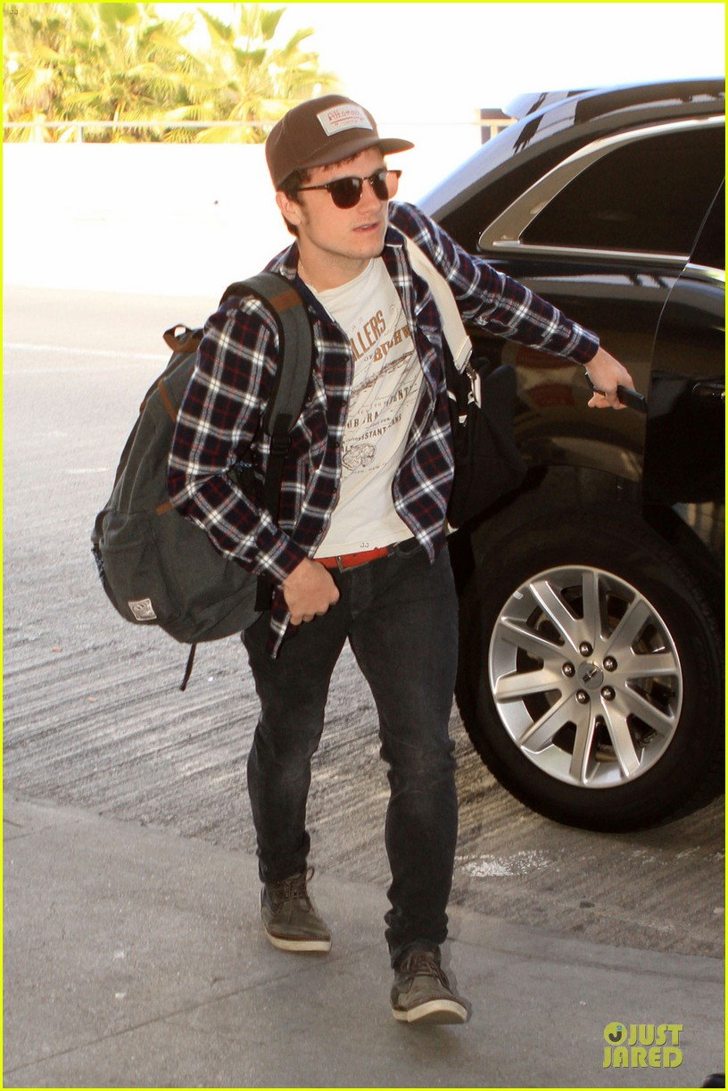 josh hutcherson celebrity beach bowl attendee 06