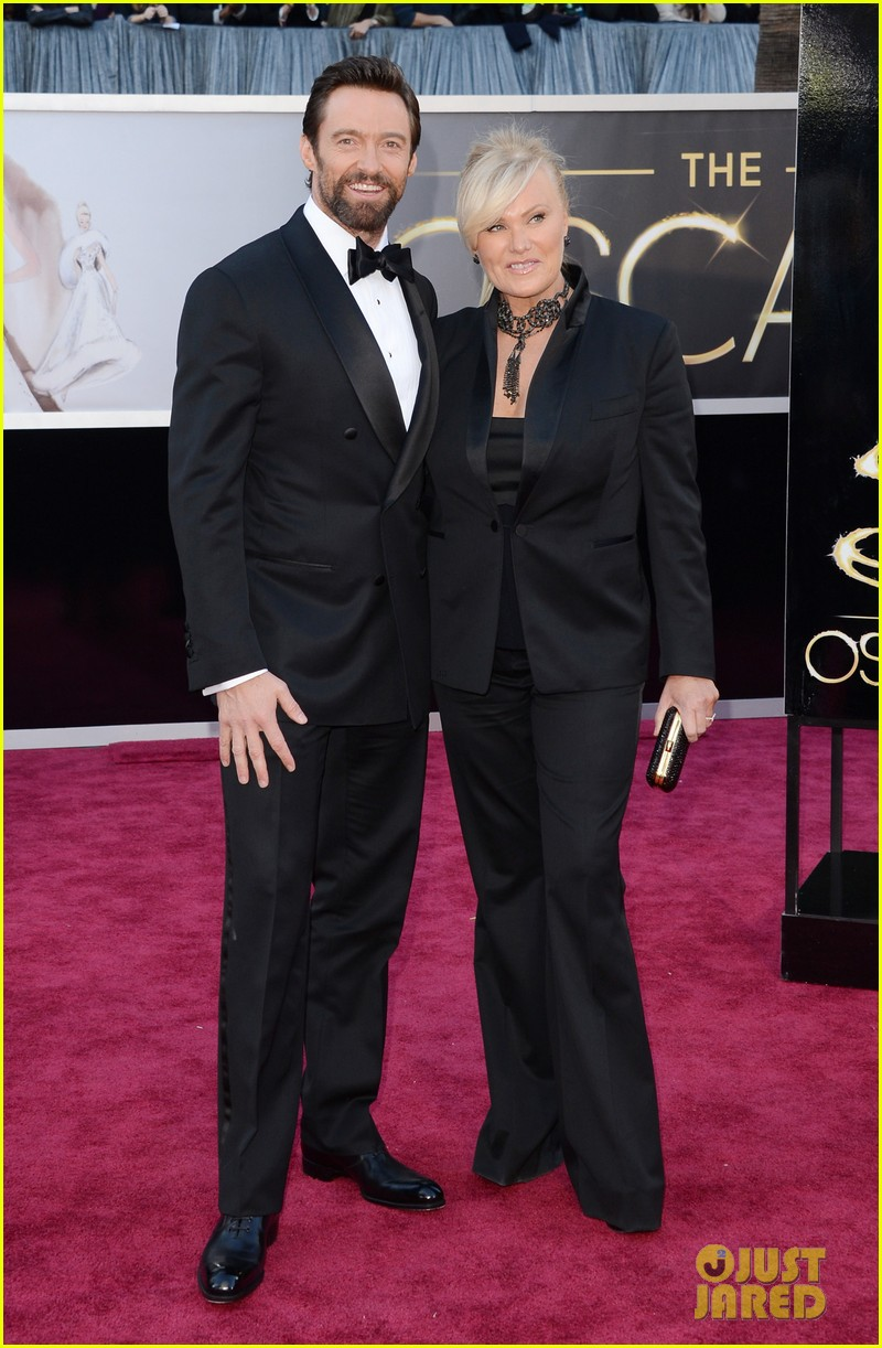hugh jackman oscars 2013 red carpet with deborra lee furness 01