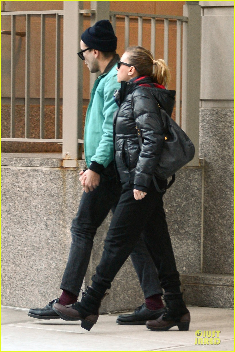scarlett johansson romain dauriac are not engaged 01