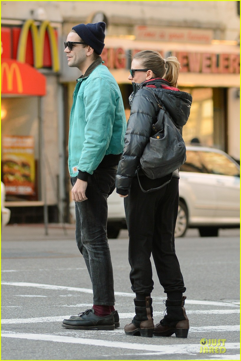 scarlett johansson romain dauriac are not engaged 06