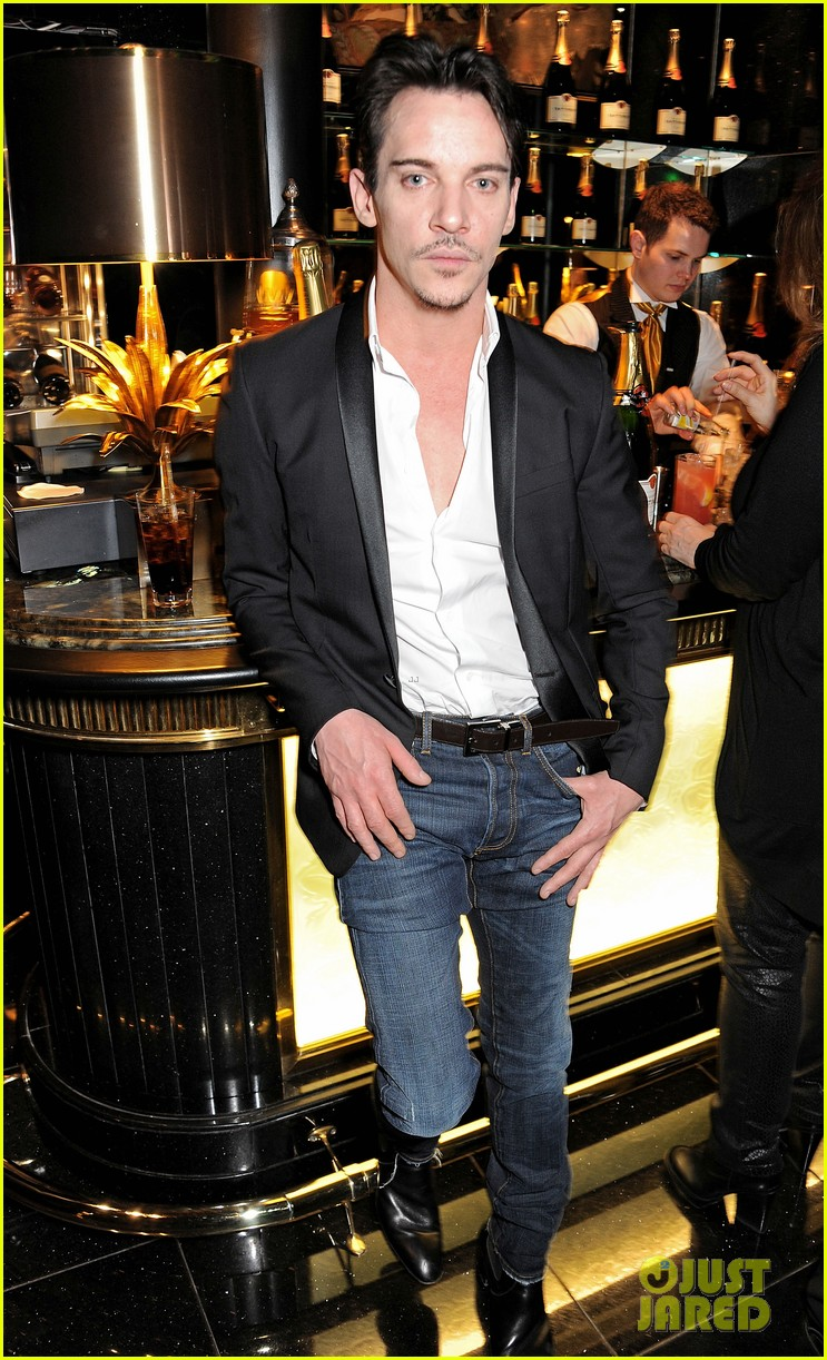 jonathan rhys meyers kit harington pre baftas party 042805987