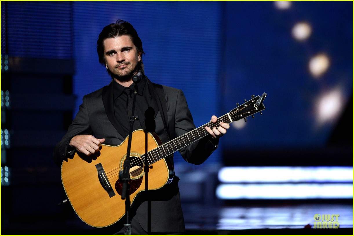 juanes grammys 2013 performance watch now 02