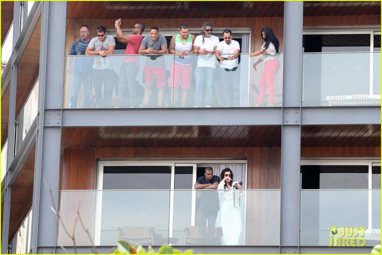 kim kardashian kanye west balcony fun with will smith 01