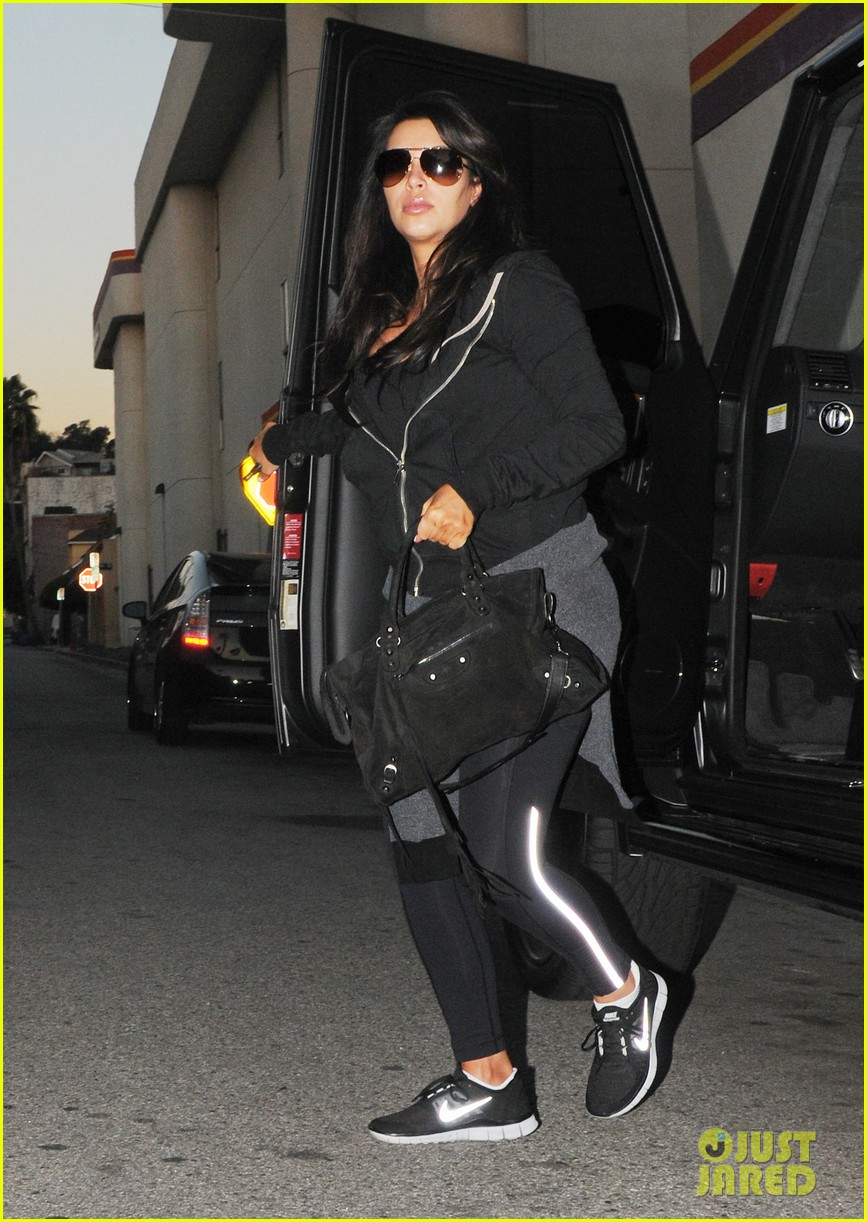 kim kardashian i found the perfect maternity jeans 06