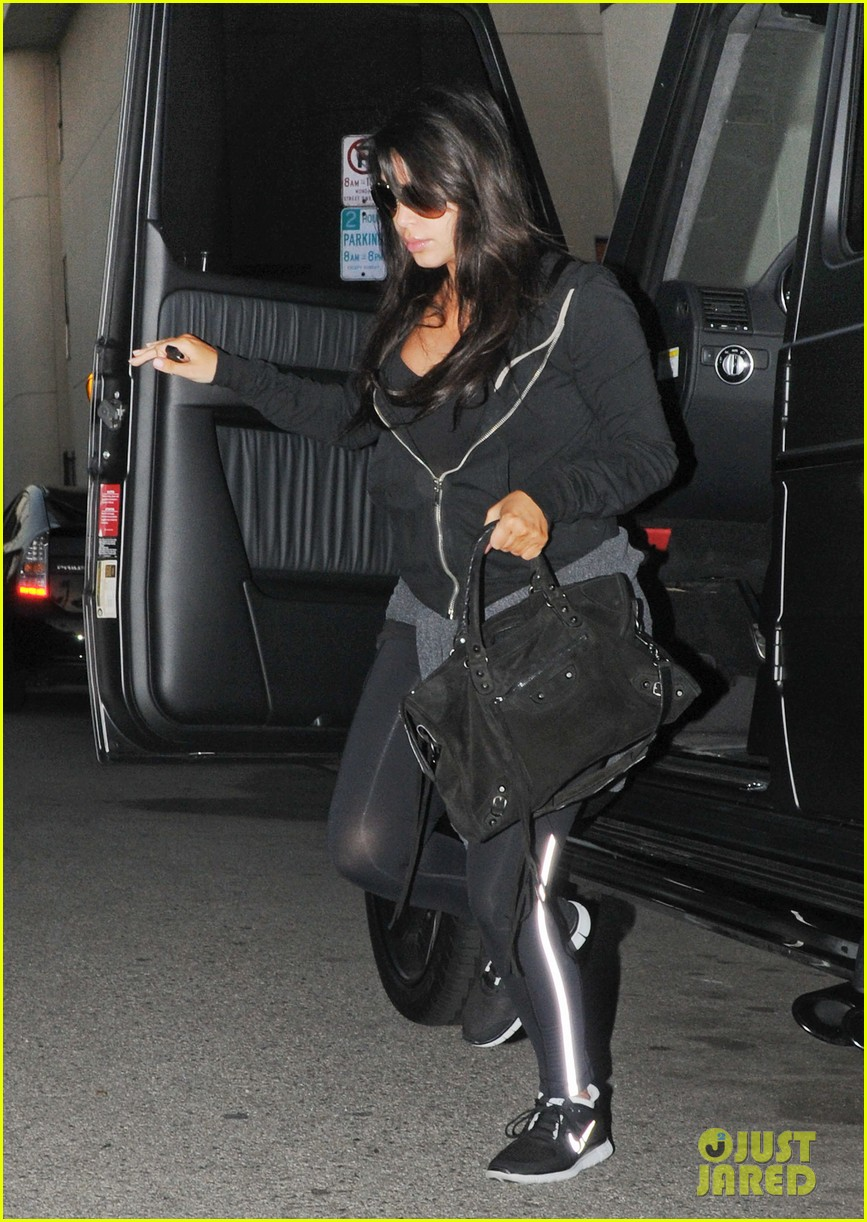 kim kardashian i found the perfect maternity jeans 09