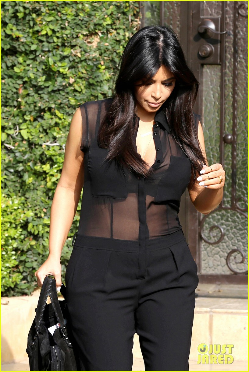kim kardashian pregnant in sheer top en route to airport 04