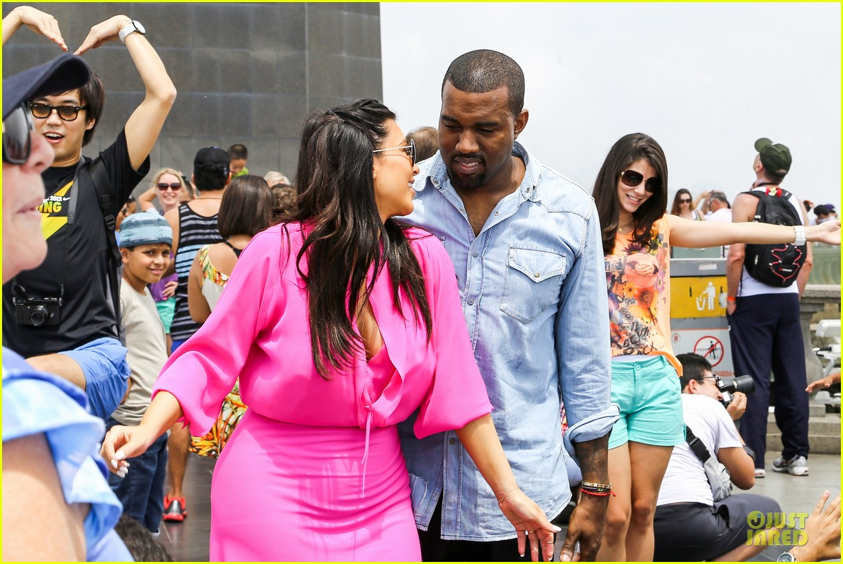 pregnant kim kardashian kanye west rio sightseeing couple 04