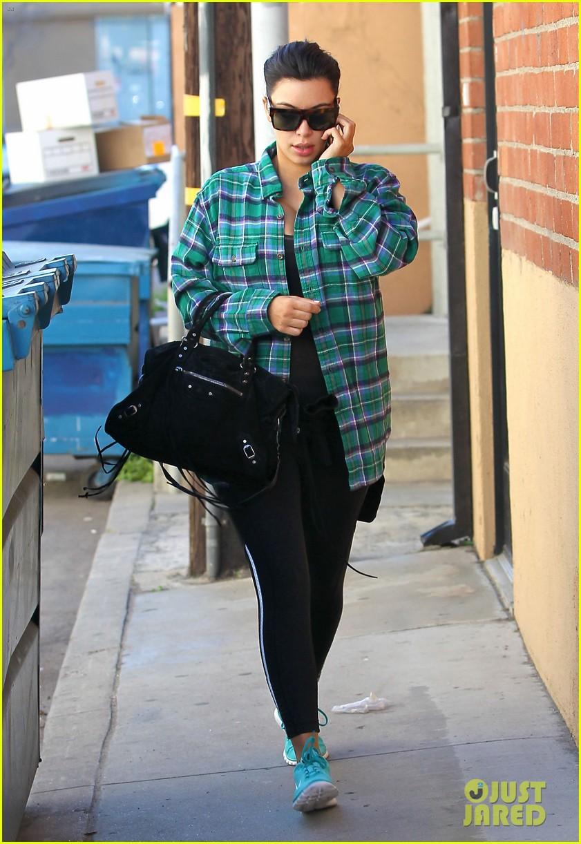 kim kardashian pregnant in skinny jeans 08