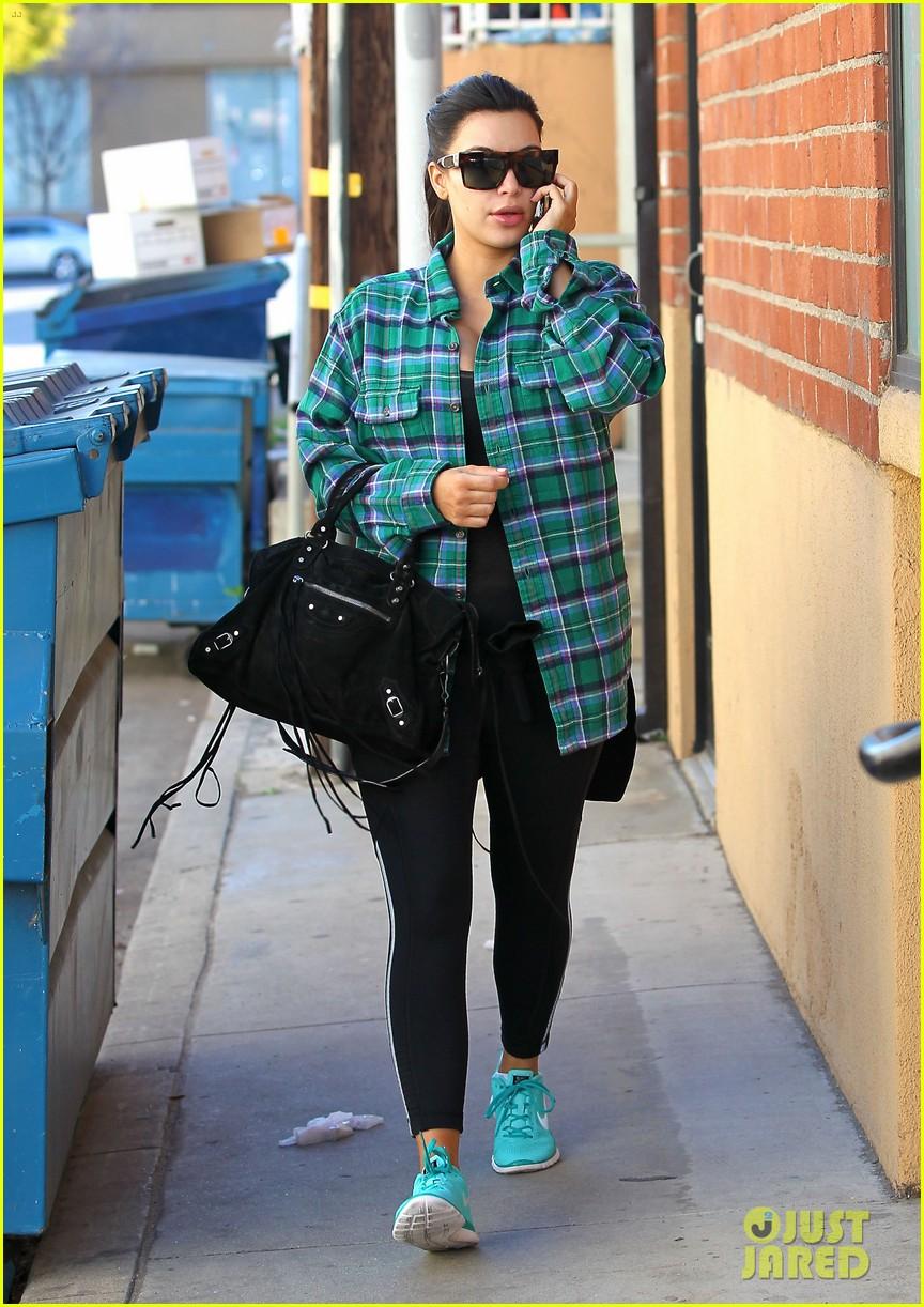 kim kardashian pregnant in skinny jeans 092822501
