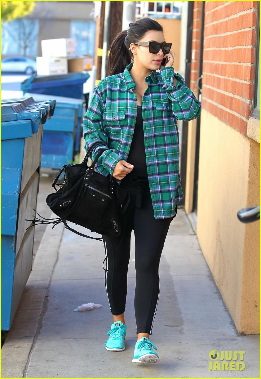 kim kardashian pregnant in skinny jeans 10