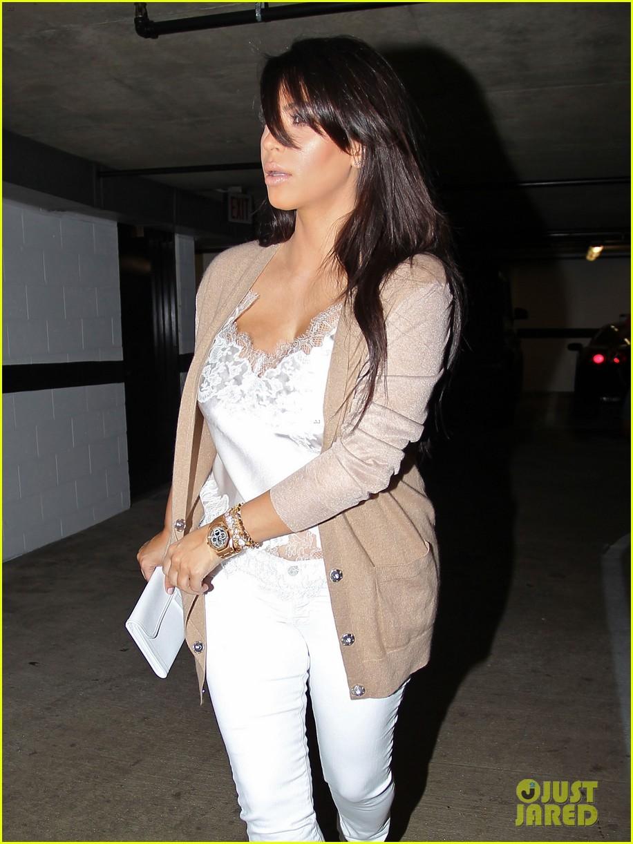 kim kardashian pregnant in skinny jeans 24