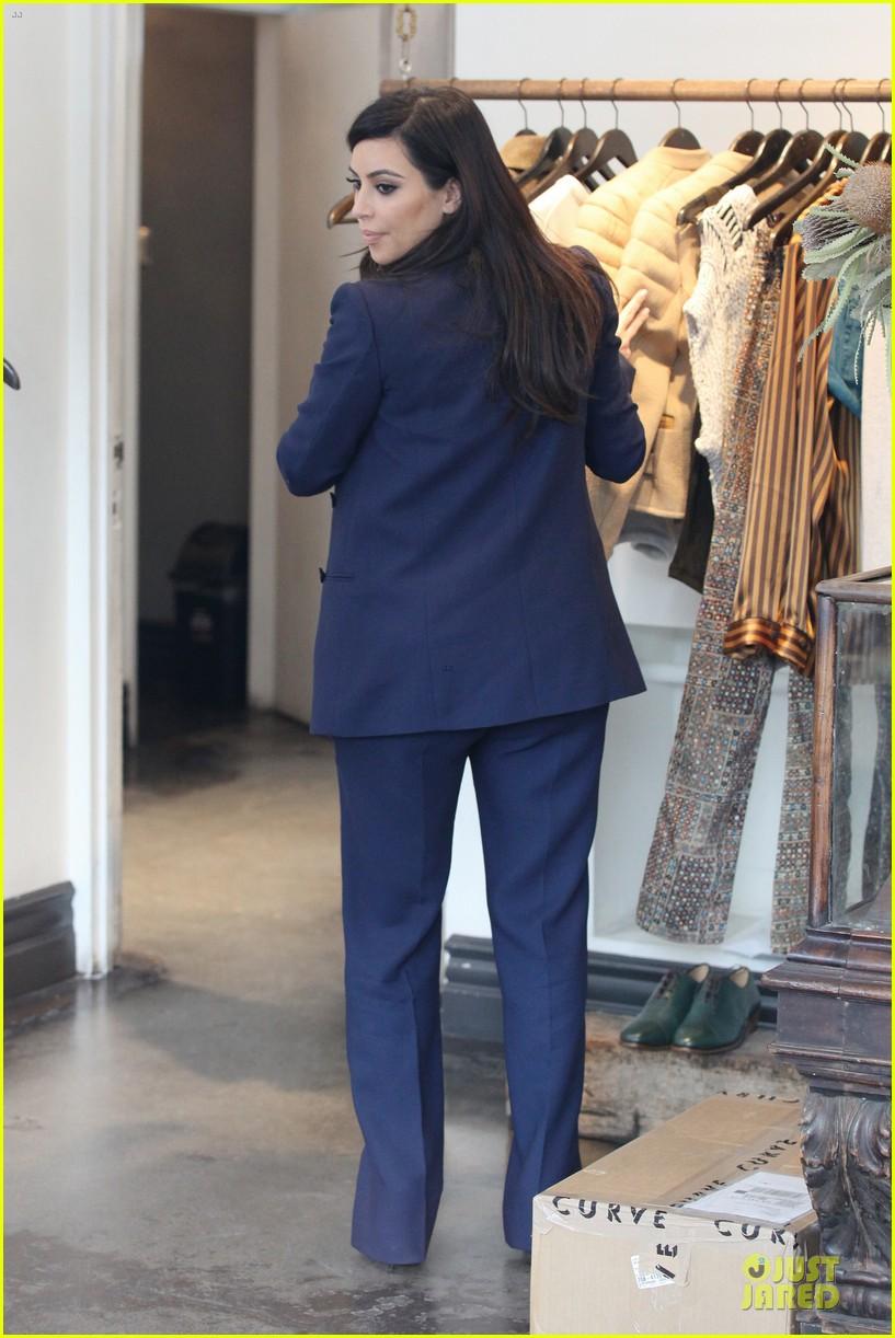 kim kardashian suiting baby bump 132805433