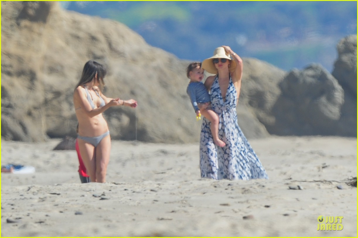 miranda kerr orlando bloom kite flying with flynn 02