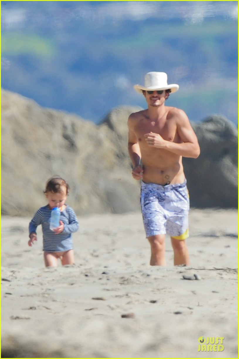 miranda kerr orlando bloom kite flying with flynn 32