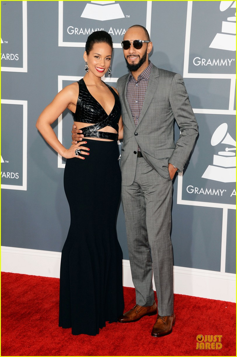 alicia keys swizz beatz grammys 2013 red carpet 03