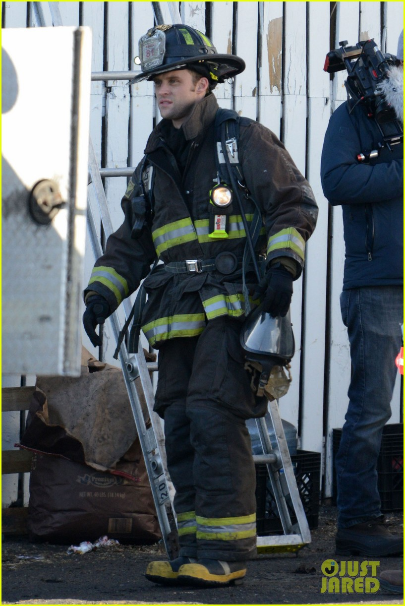 taylor kinney films chicago fire while gilfriend lady gaga has surgery 052816499