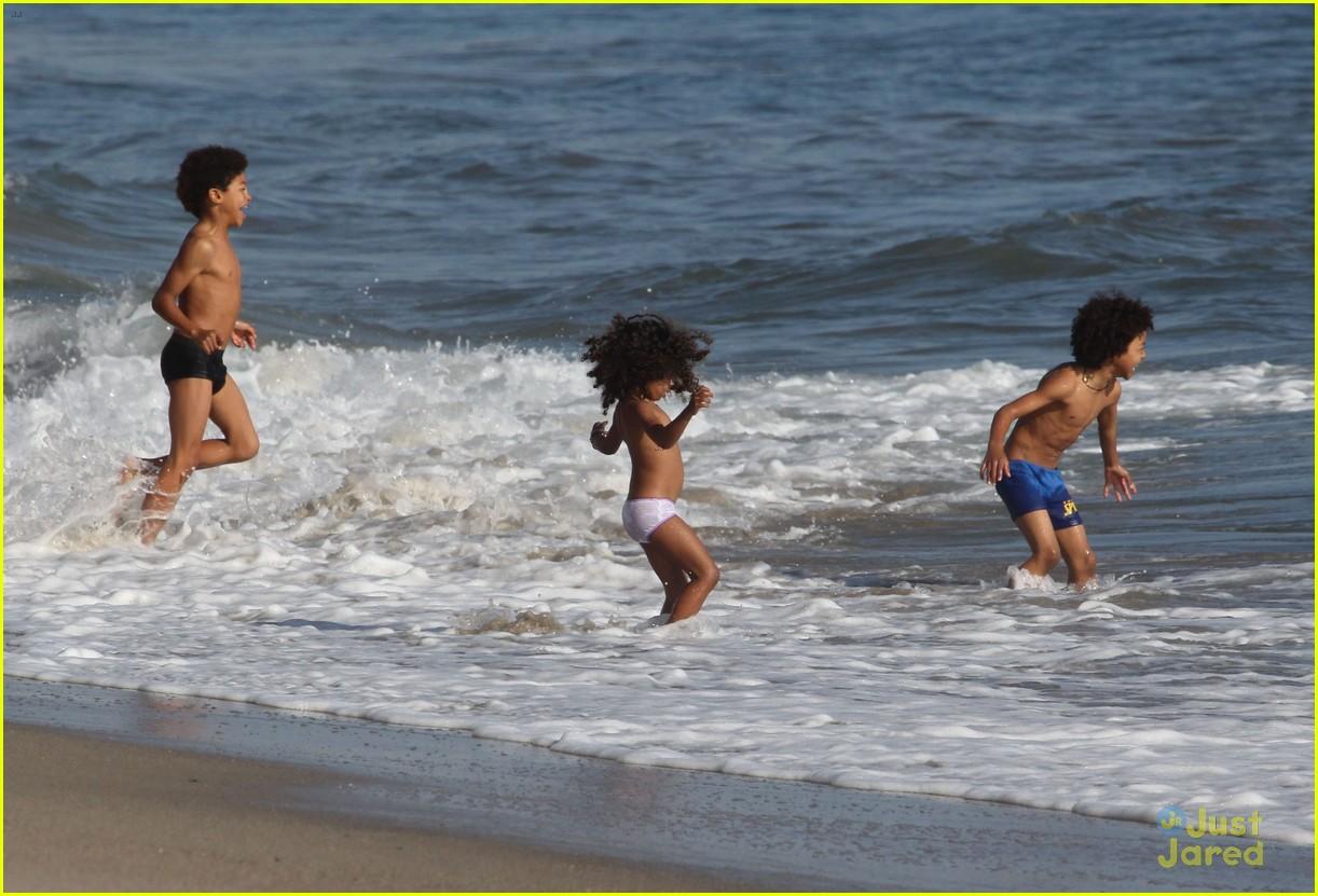 heidi klum martin kirsten beach day with the kids 182814908