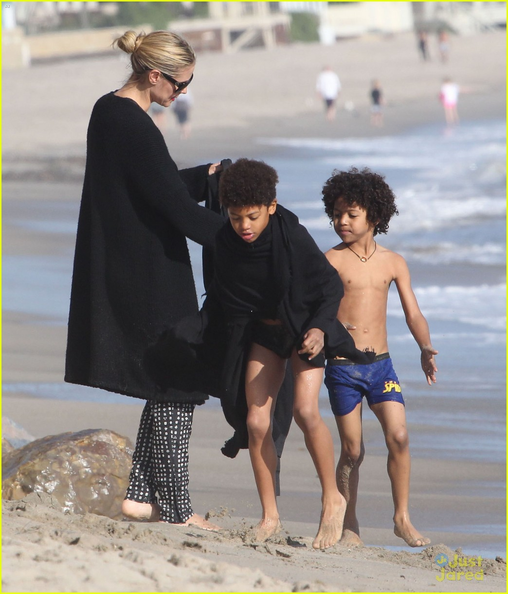 heidi klum martin kirsten beach day with the kids 27