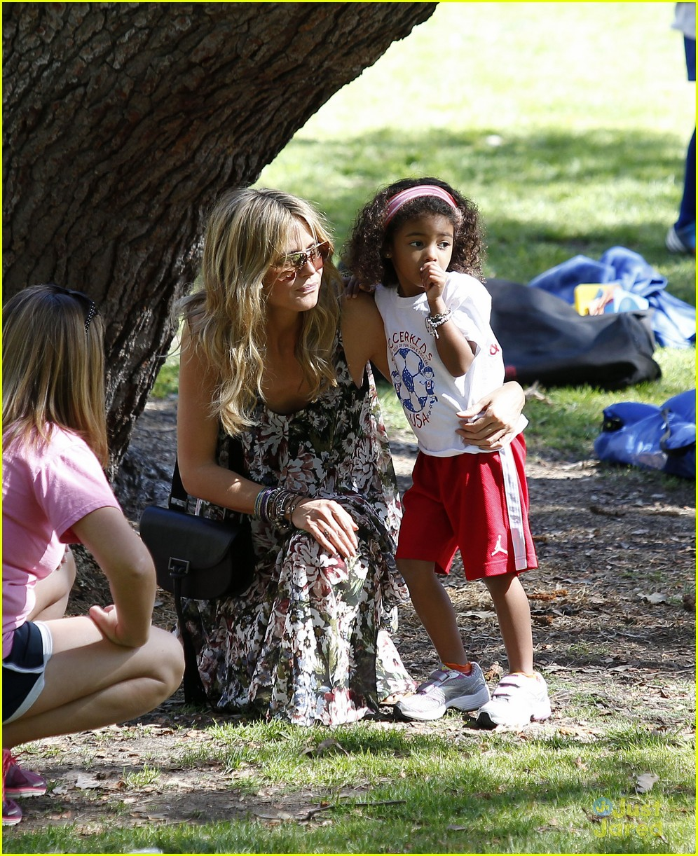 heidi klum martin kirsten beach day with the kids 37