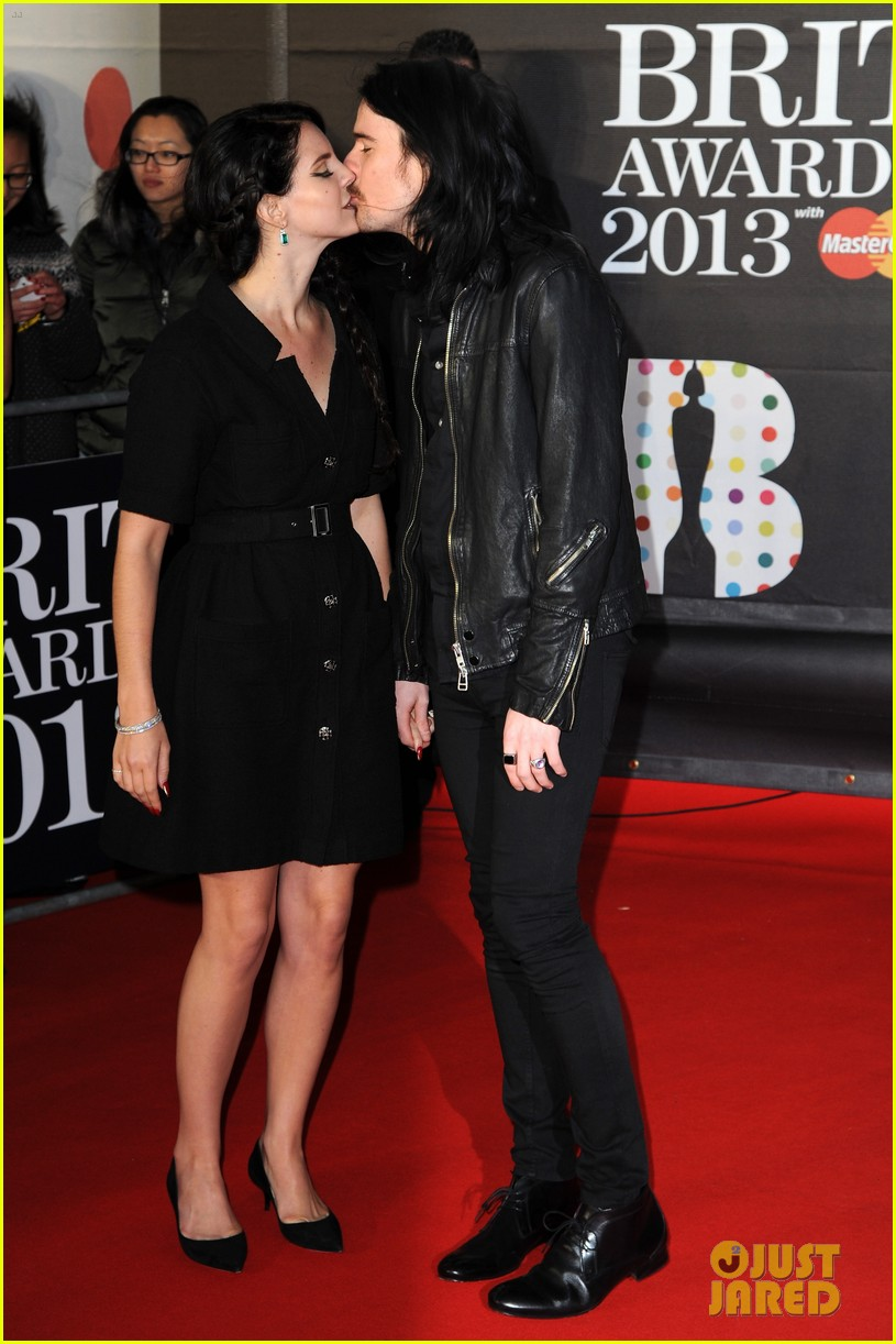 lana del rey brit awards 2013 red carpet with barrie james o'neill 01