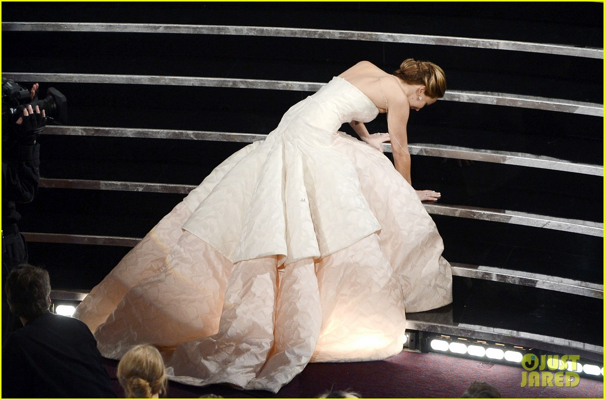 jennifer lawrence wins best actress falls on stage 042819856