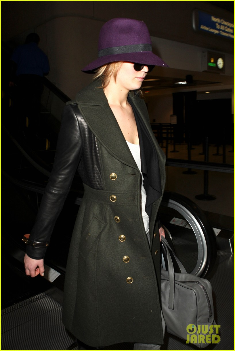 jennifer lawrence takes off to london for baftas 022806877