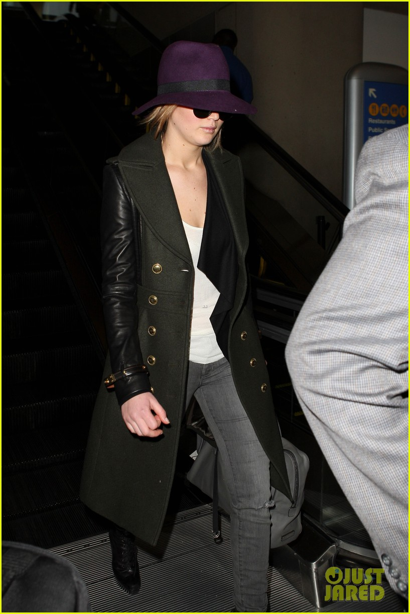 jennifer lawrence takes off to london for baftas 04