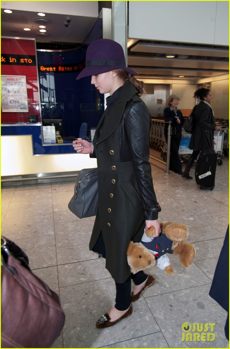 jennifer lawrence teddy bear departure in london 012809987