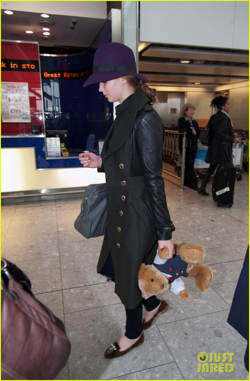 jennifer lawrence teddy bear departure in london 01