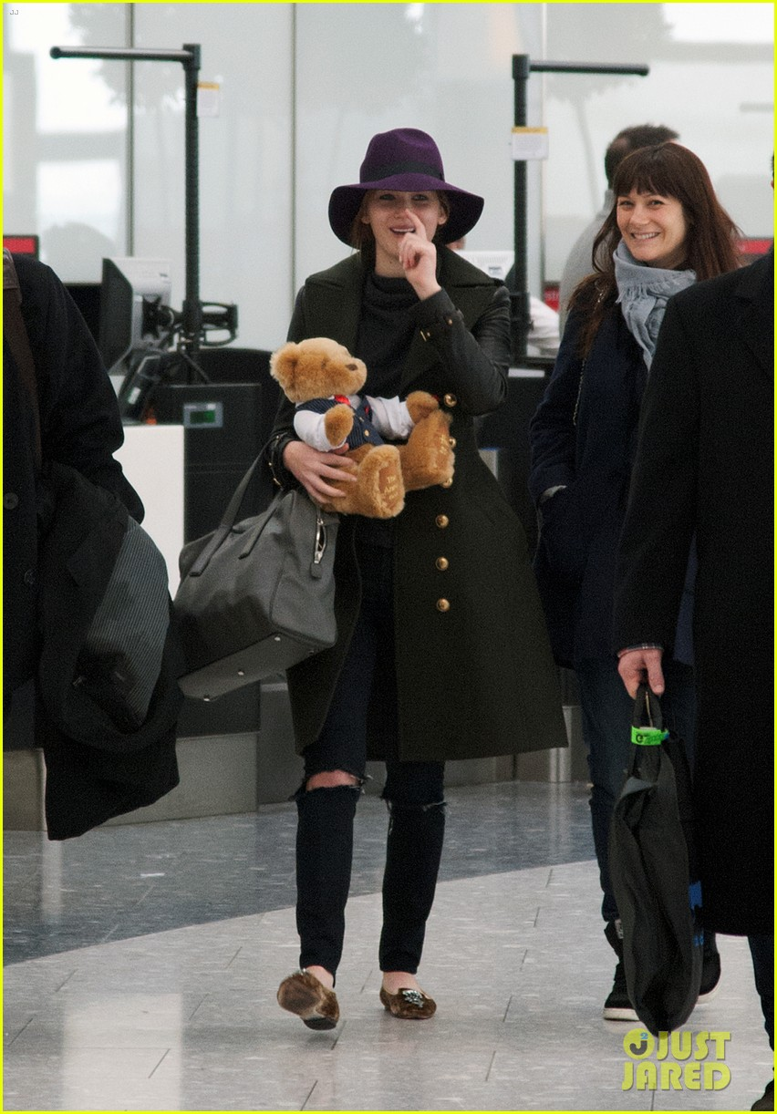 jennifer lawrence teddy bear departure in london 03