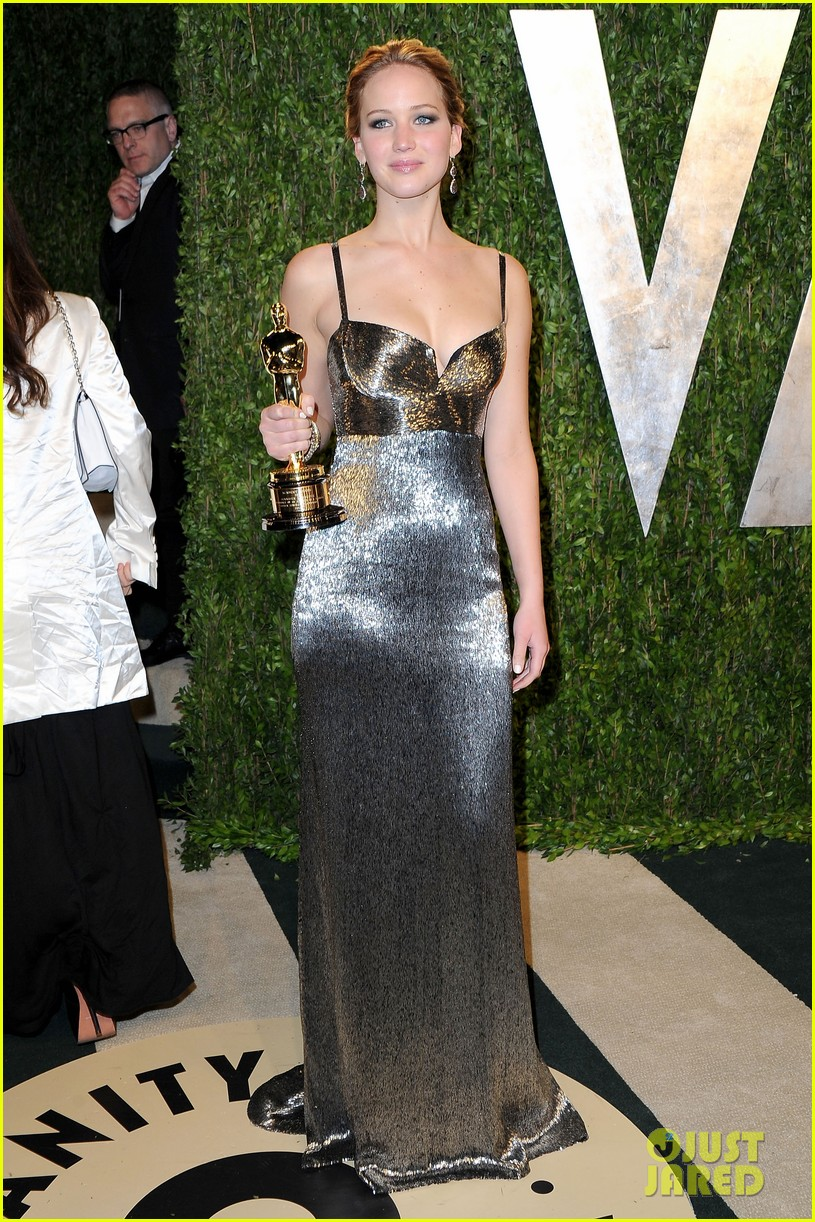 jennifer lawrence vanity fair oscars party 2013 01