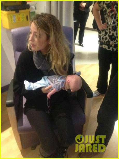 blake lively ryan reynolds visit sick children in hospital 03
