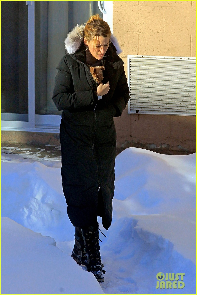 blake lively ryan reynolds snowy weekend in canada 05