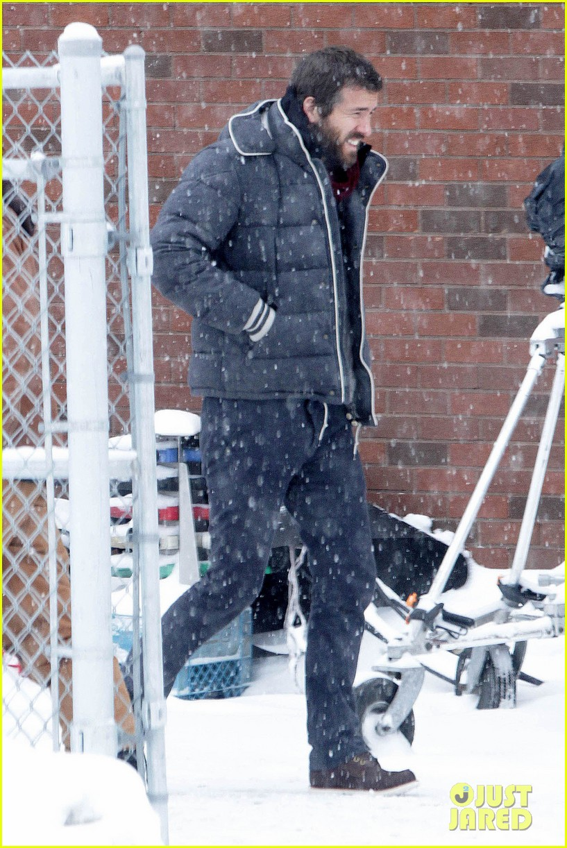blake lively ryan reynolds snowy weekend in canada 06
