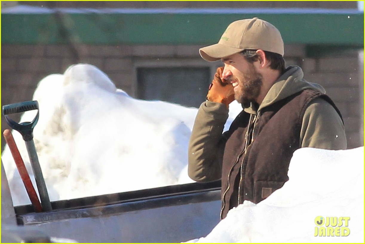 blake lively ryan reynolds snowy weekend in canada 102809736