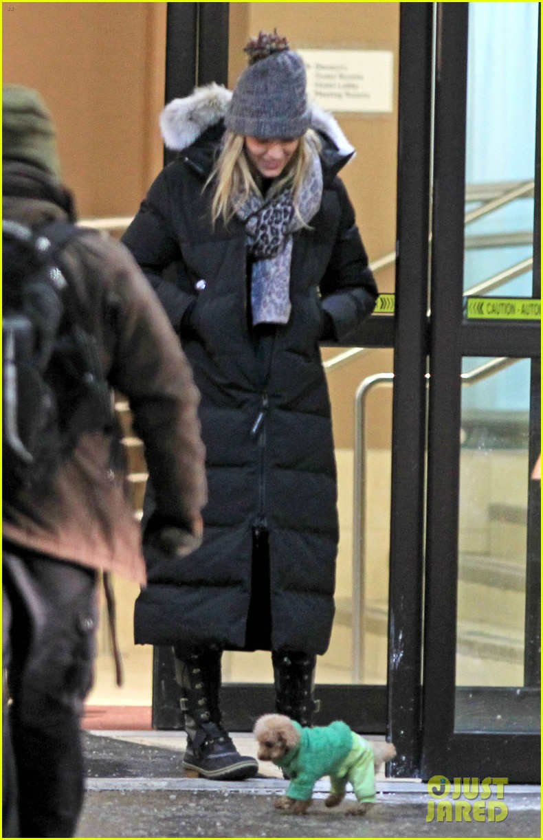 blake lively ryan reynolds snowy weekend in canada 17