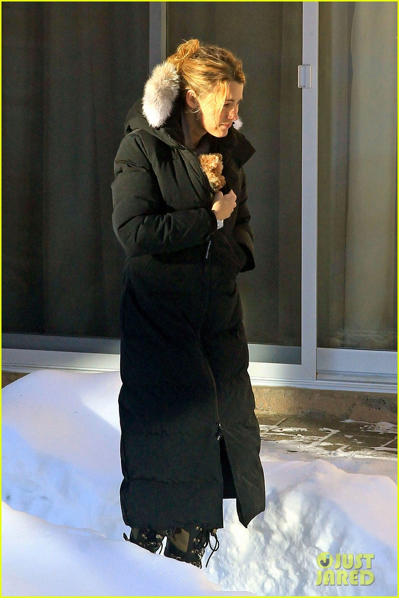 blake lively ryan reynolds snowy weekend in canada 30