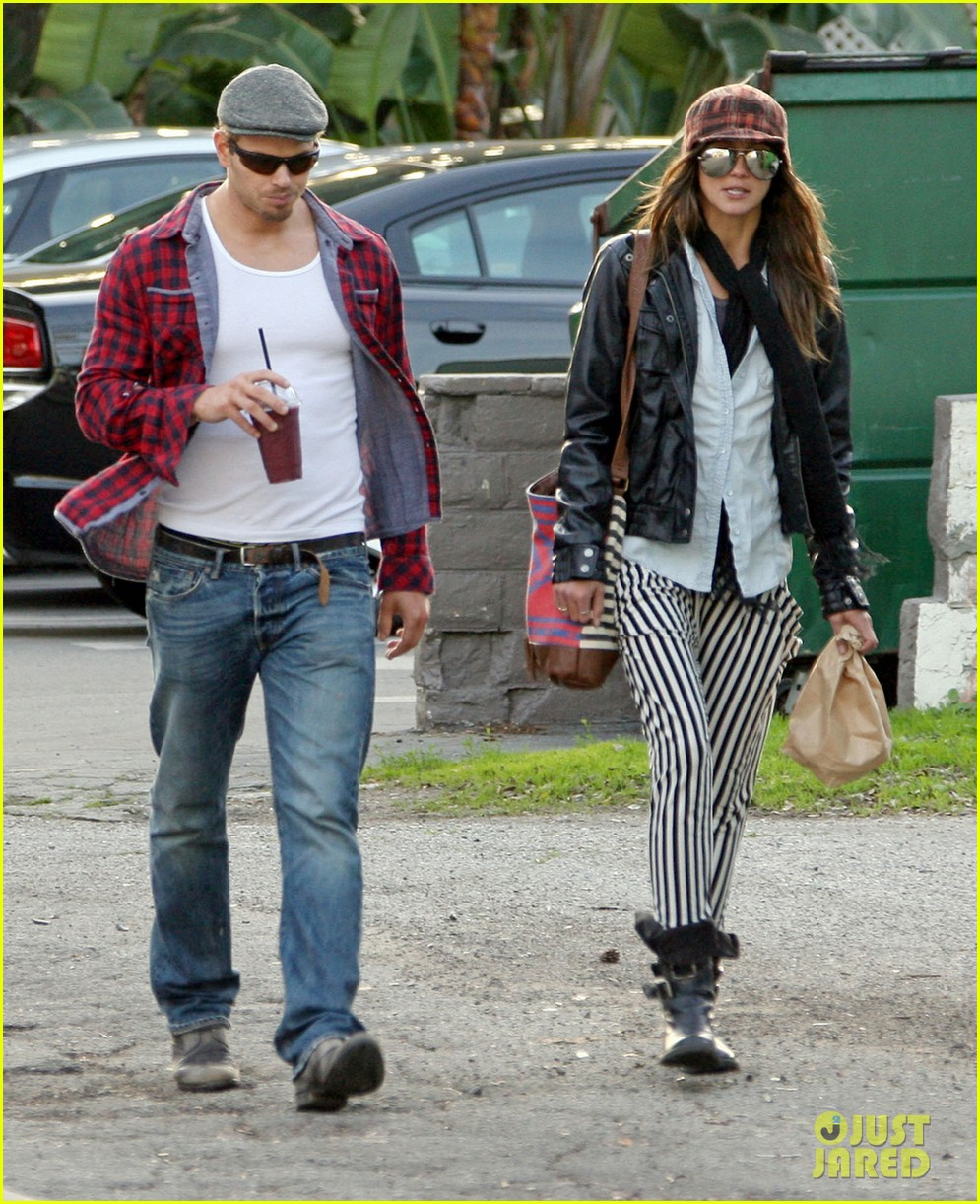 kellan lutz sharni vinson snacks smoothies 02