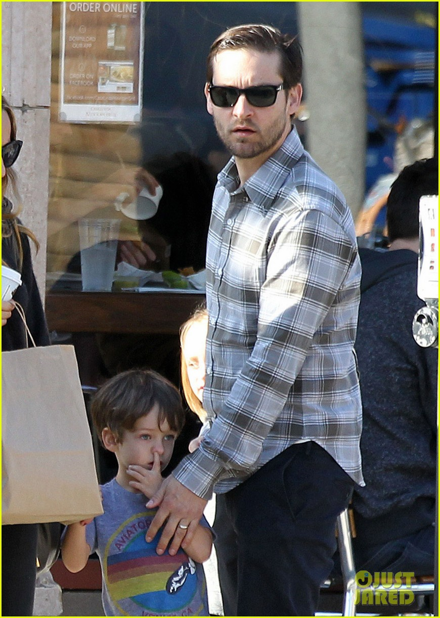 tobey maguire brunch with the family 032814438