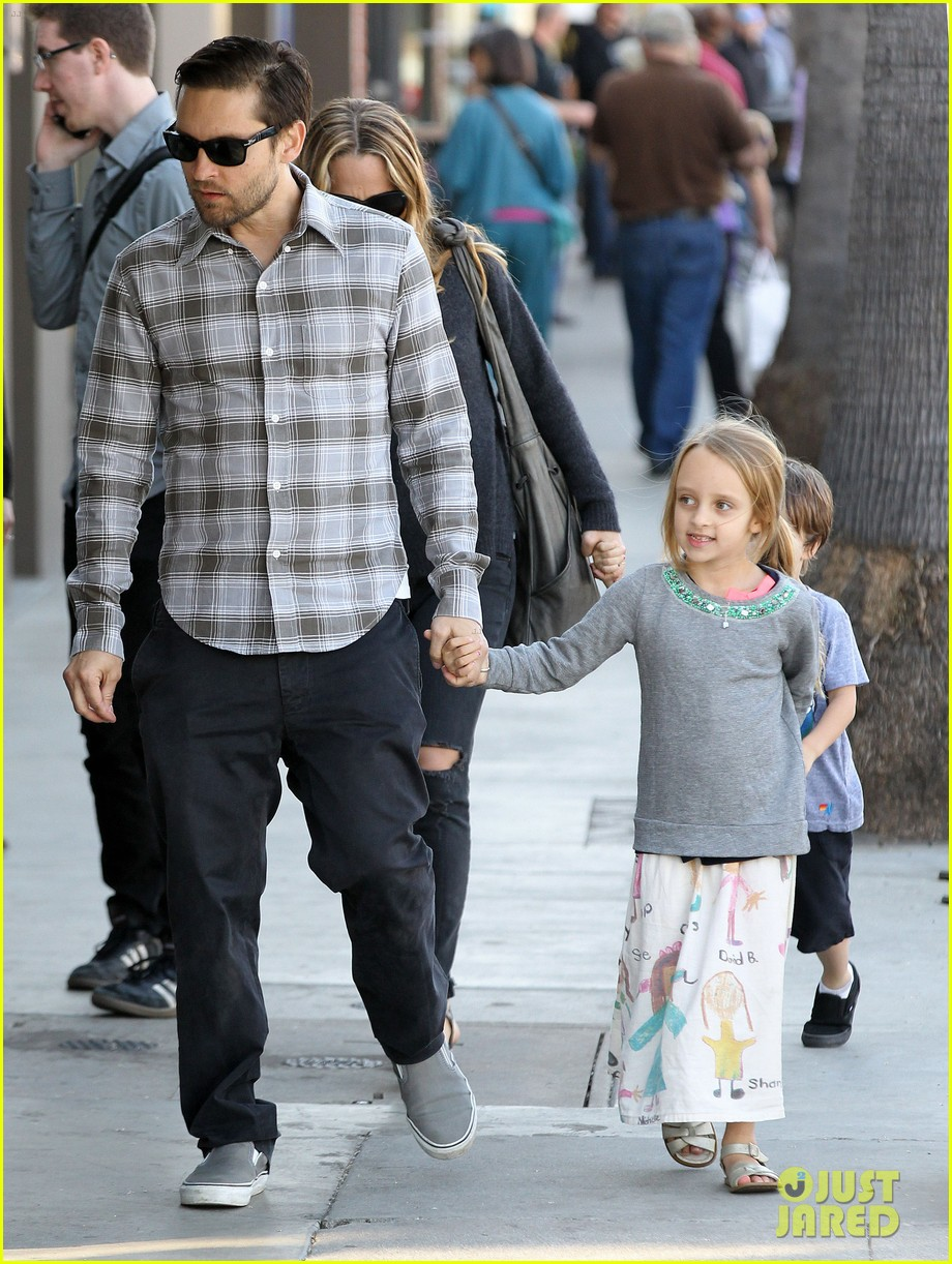 tobey maguire brunch with the family 222814457