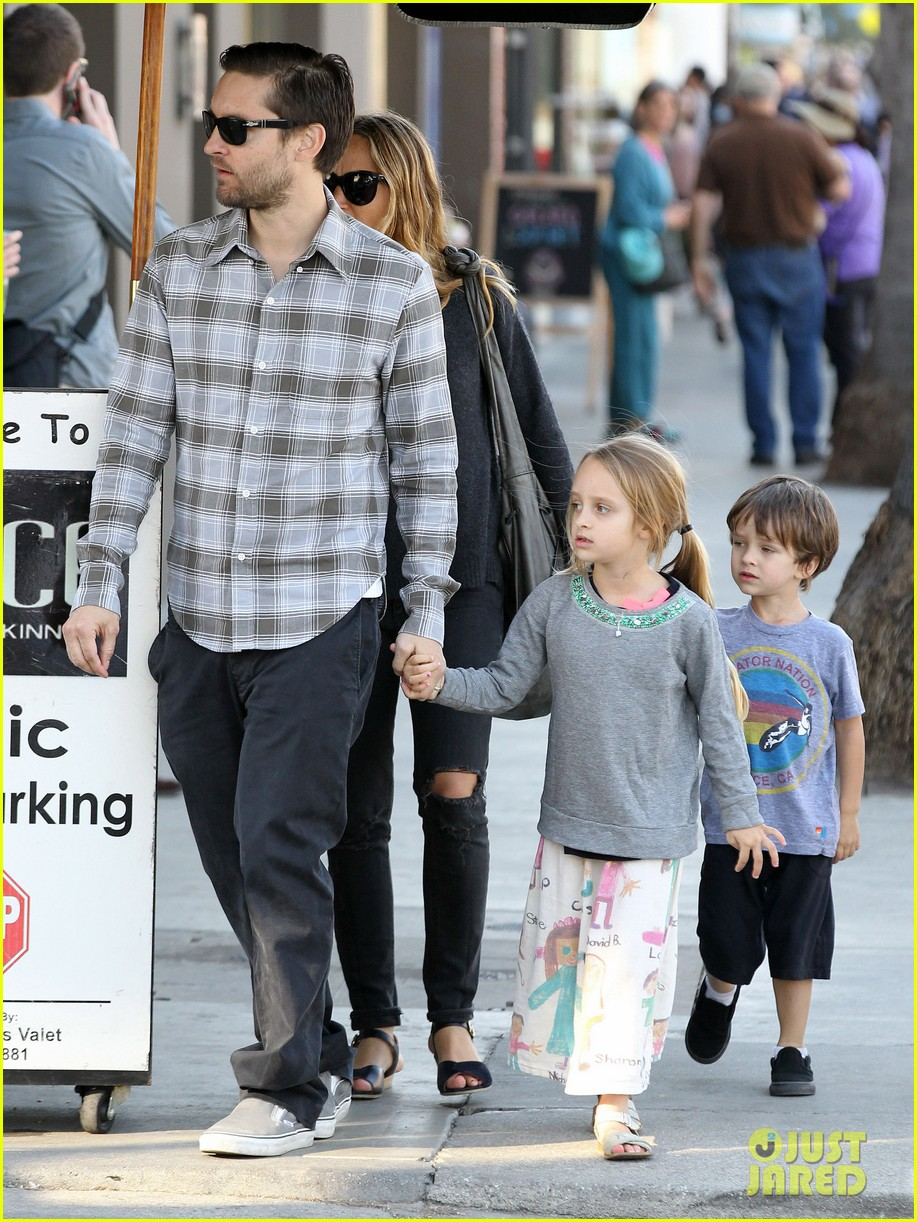 tobey maguire brunch with the family 242814459