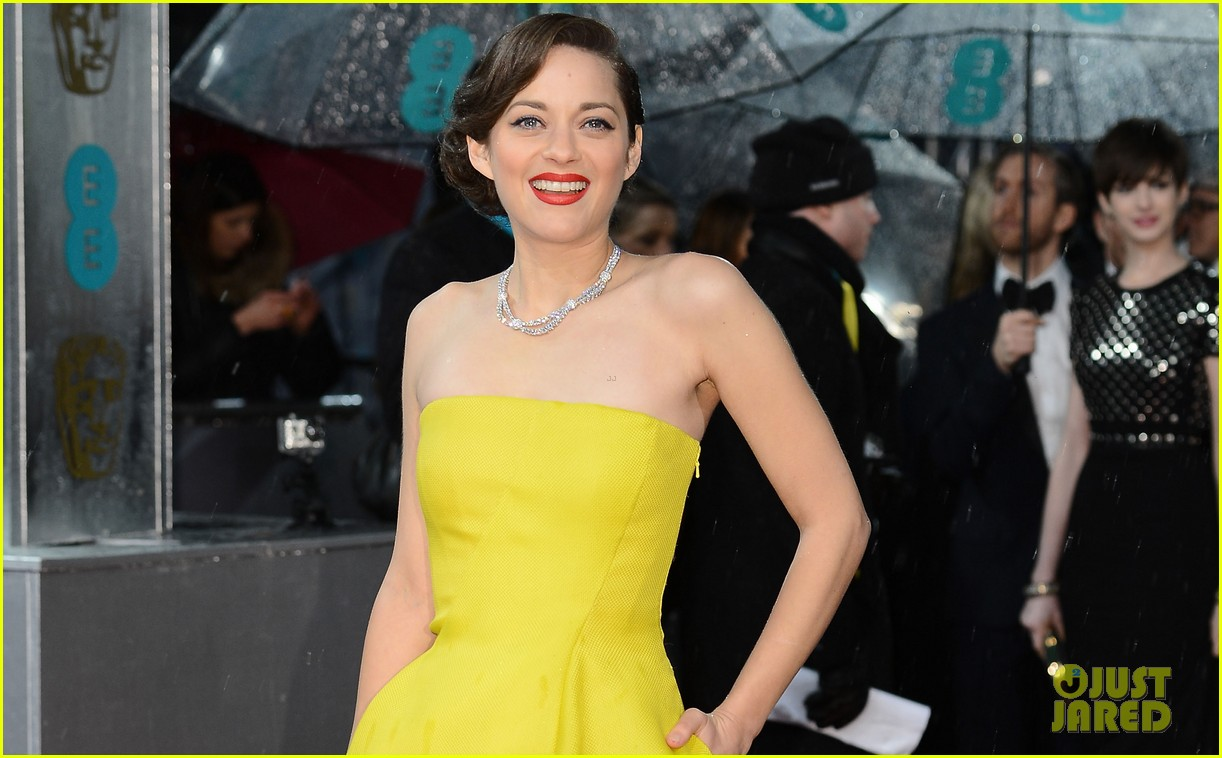 marion cotillard baftas 2013 red carpet 032808896