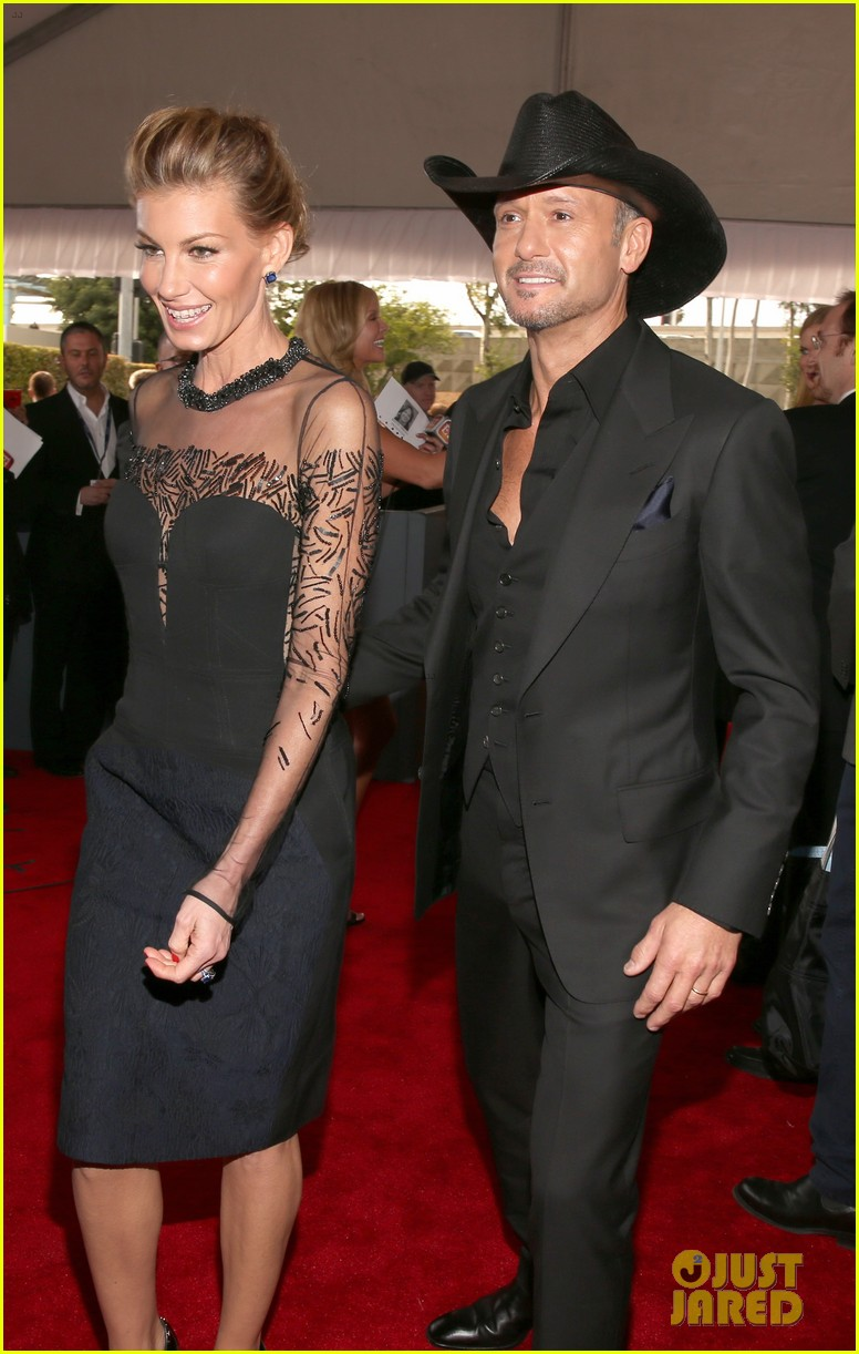 tim mcgraw faith hill grammys 2013 red carpet 04
