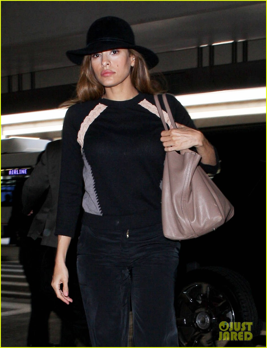 eva mendes takes flight after ryan gosling casting rumor 042806851