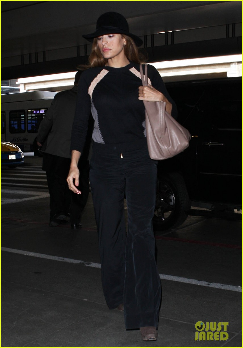 eva mendes takes flight after ryan gosling casting rumor 06