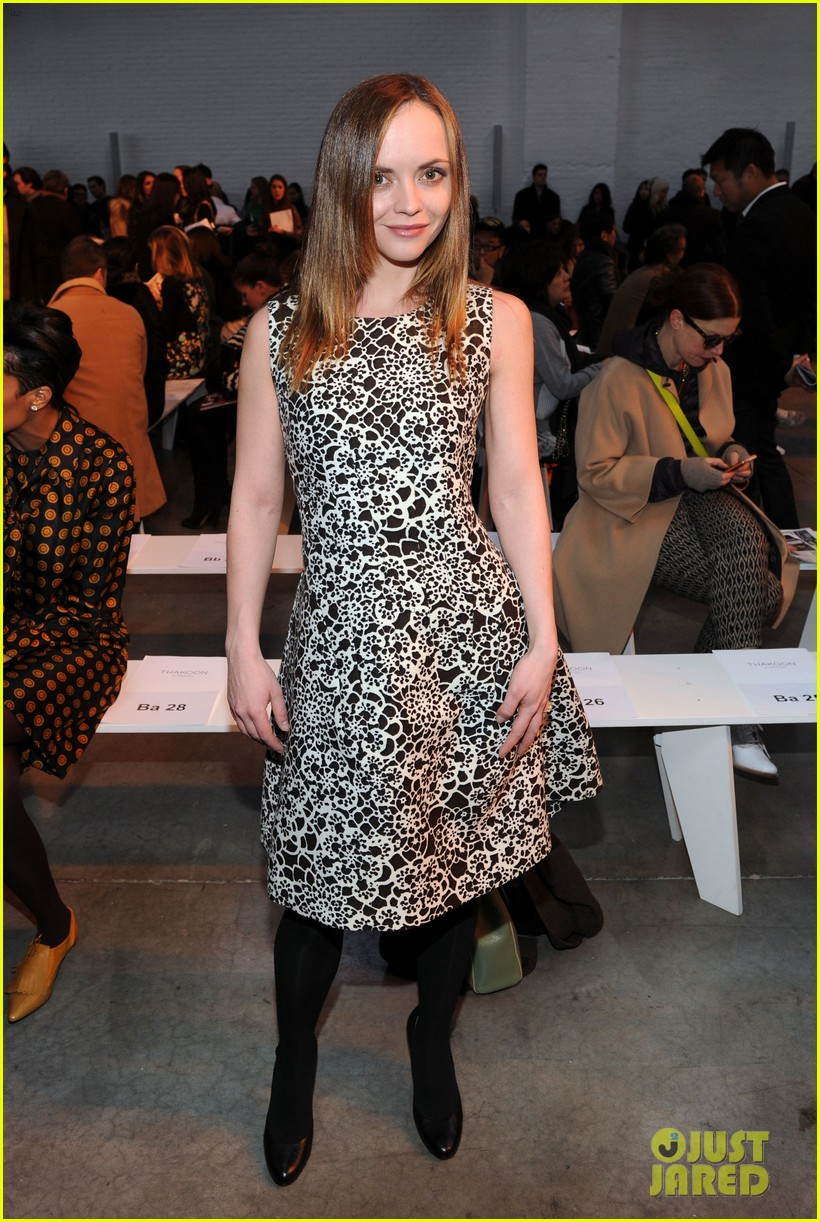 julianne moore jaime king fashion shows in new york 03