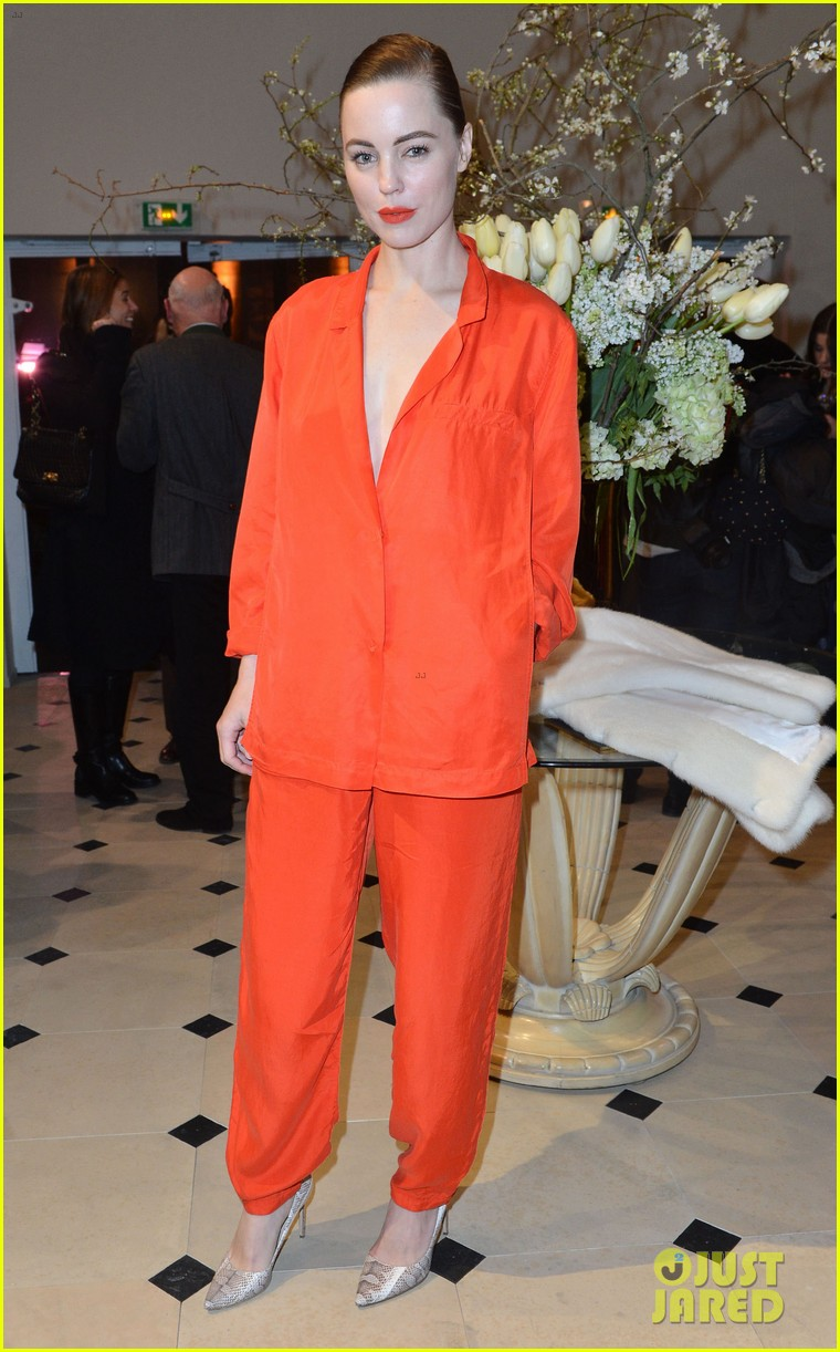 chloe moretz emma roberts paris hm fashion show 02