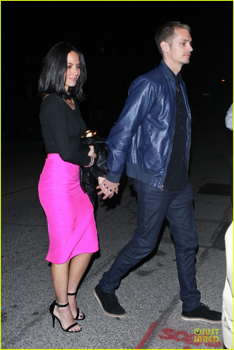 olivia munn joel kinnaman pre oscar house party 05